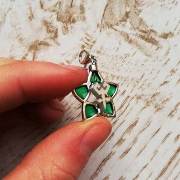 kingdom hearts green wayfinder charm