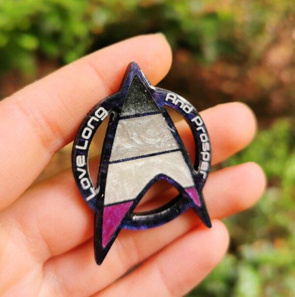 Star Trek Asexual Pride pin- love long and prosper